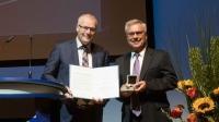 Foto: DGLR, links. Prof. Henke, rechts Prof. Fasel