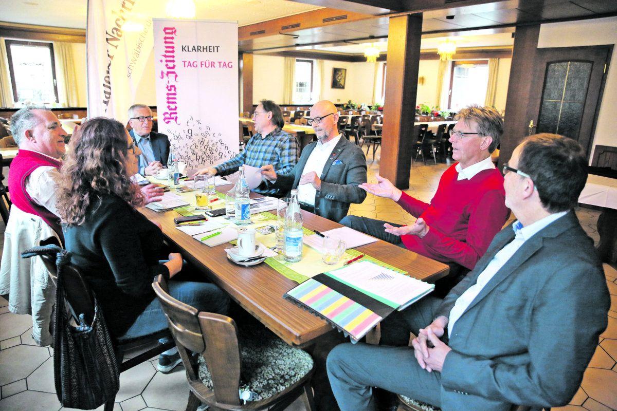 Kreistagspolitiker diskutieren über die geplante Linienbündelung