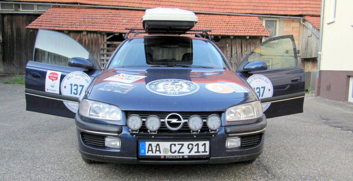 Mit einem alten Auto rund um die Ostsee für einen guten Zweck
