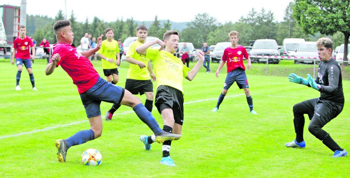 Fußball: Junge Bullen setzen sich beim Loesch Cup durch