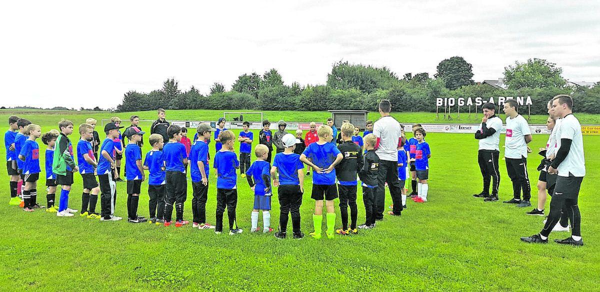 RZ präsentiert: Blick hinter die Kulissen einer Zeitung beim Icotek-Fußballcamp