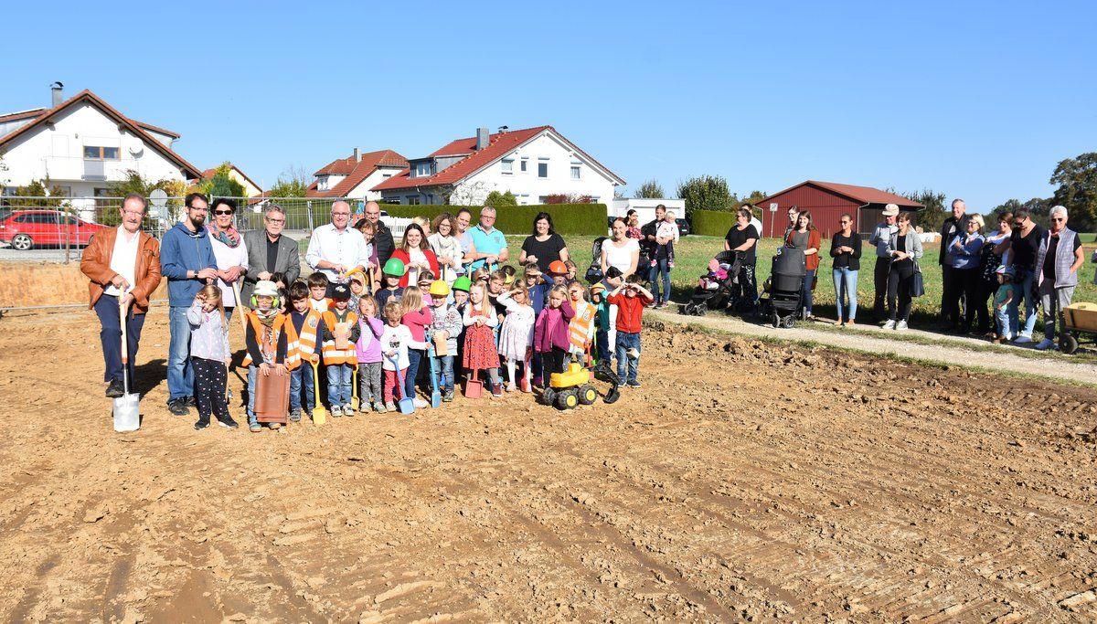 Spatenstich für neuen Kindergarten in Ruppertshofen