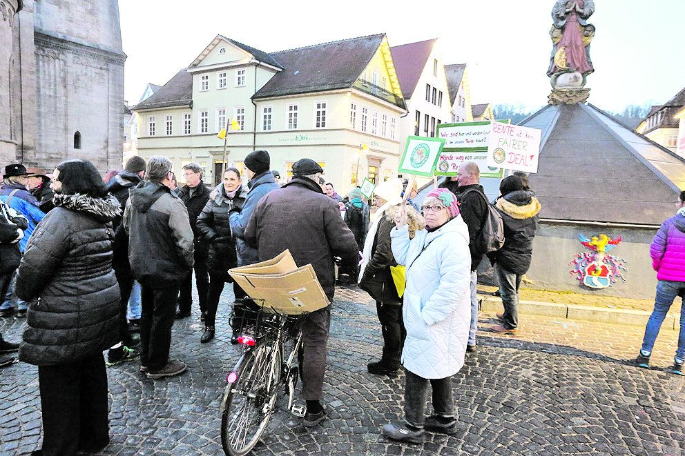 Fridays gegen Altersarmut - Heftige Diskussionen bei Mahnwache