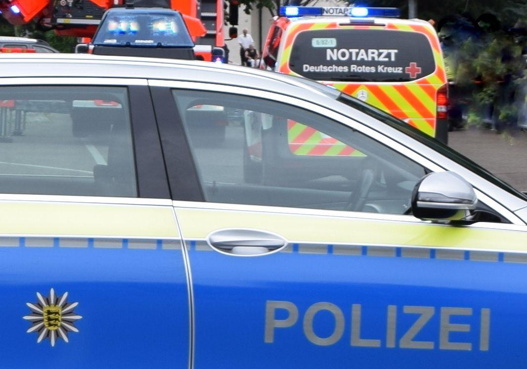 Pkw gegen Regionalbahn: Schwerer Unfall auf Bahnübergang bei Königsbronn